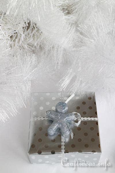 christmas craft hot glue glittery christmas embellishments