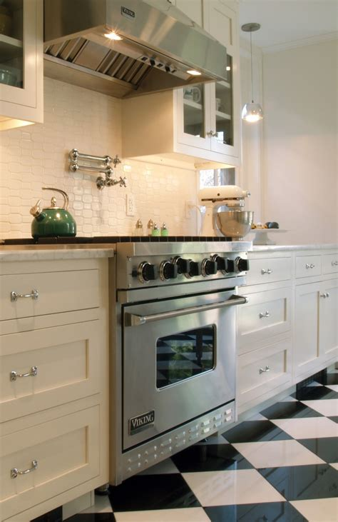 white kitchen backsplash design idea for your kitchen