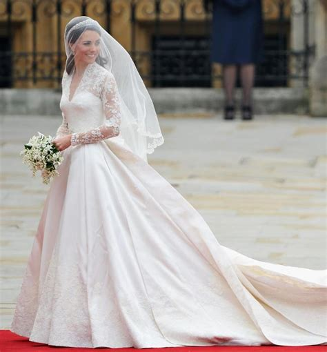 Wedding Dress Maker by Kate Middleton S Wedding Dress Maker Talks Creating The Gown