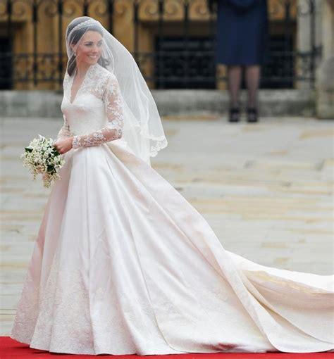 Wedding Dress Maker by Kate Middleton S Wedding Dress Maker Talks Creating The Gown