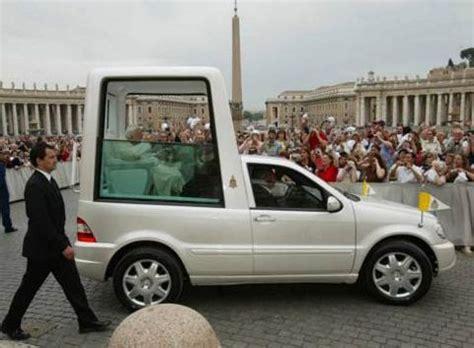 mobiel toilet auto pepik net papamobil vůz pro papeže