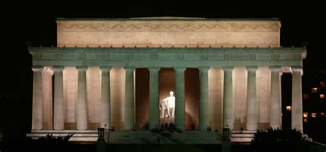 lincoln memorial a monument to the memory of a fighter
