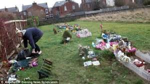 Ways To Decorate Christmas Trees - mother visits stillborn son s grave to see another child buried in same plot daily mail online