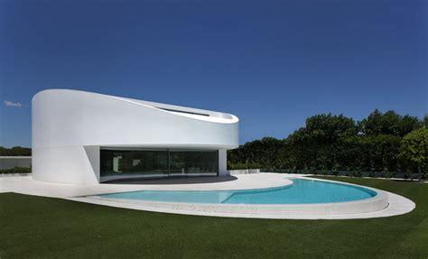 Building Patio A Curved Concrete House By Fran Silvestre Arquitectos