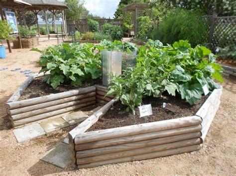 Keyhole Garden Layout Keyhole Garden Design Raised Bed Gardening Ideas
