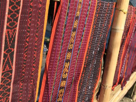 wonderful indonesia kain tenun ikat flores yang bernilai