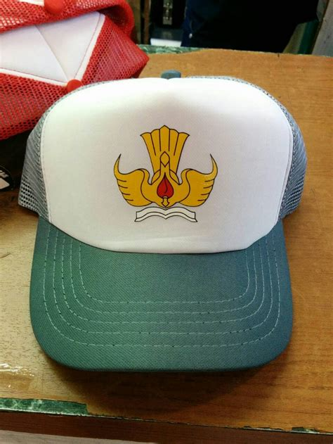 jual topi trucker tut wuri handayani topi sd smp sma