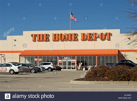 Home Depot Hill Tn by Home Depot Store Front And Parking Lot With American Flag