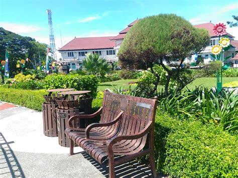 Kursi Roda Kota Malang berkunjung ke tugu alun alun bundar malang ila rizky
