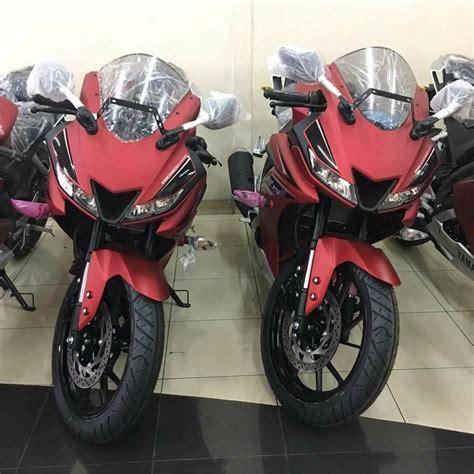 Leher Yamaha New R15 Vva V3 Stenlis 2017 yamaha r15 v3 0 rumoured to spotted at indian dealership