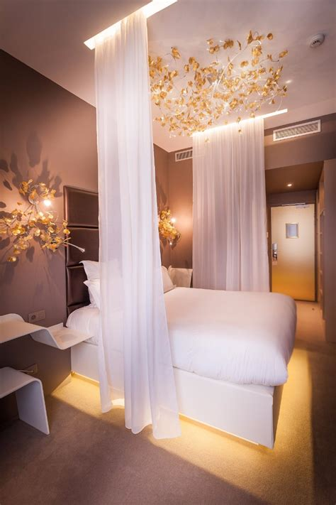 how to create dreamy bedrooms using bed curtains dream bedrooms from all around the world pt i master