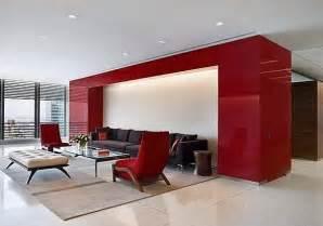 Farbe Grau Holz Moderne Wohnung Raumgestaltung Mit Farbe Lebhafte Rote Akzente Gekonnt