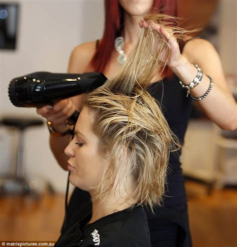 brisbane hairdressers salons with hairstyles hair keira maguire maintains her signature bob at brisbane hair