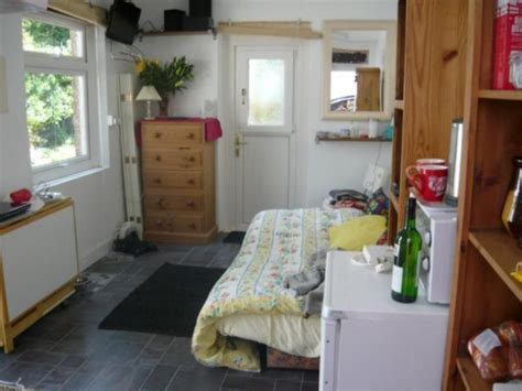 bed sit bedsit own entrance with cooking facilities e s room