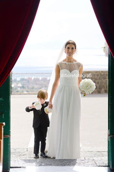 ingresso sposa emozionante ingresso della sposa in chiesa con un