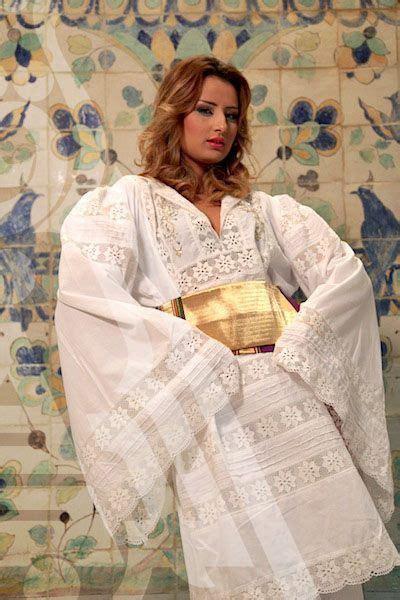 tenue traditionnelle tunisienne avec broderie blanche pinterest