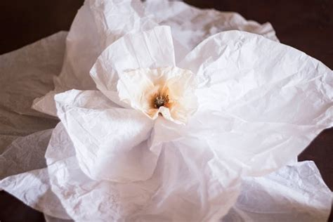 Flowers Out Of Tissue Paper - how to make tissue paper flowers diyready easy diy