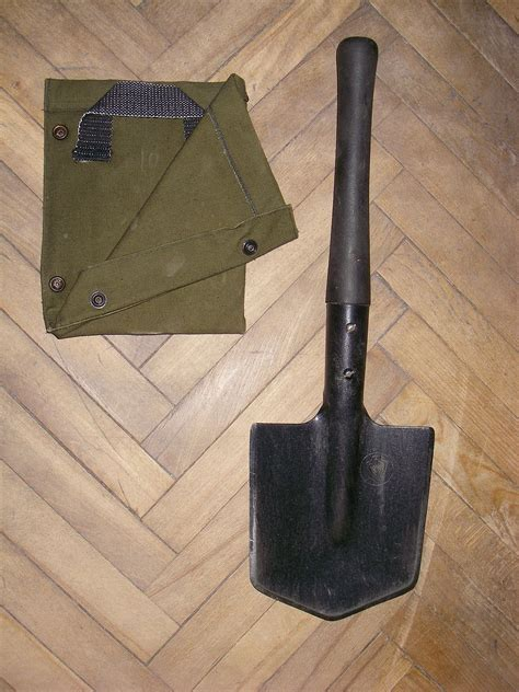 entrenching tools entrenching tool