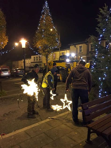 putting up the christmas lights millstreet ie