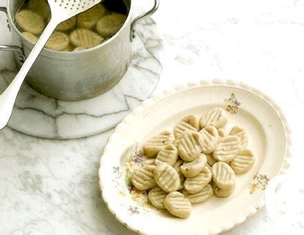 cocinar gnocchi gnocchi con pesto de nueces c 243 mo preparar esta receta de