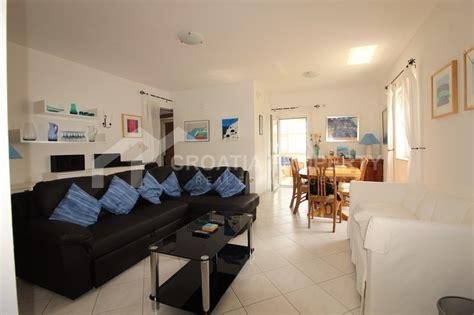 Wohnzimmer über Zwei Etagen by Zwei Etagen Wohnung In Supetar Insel Brac Immobilien In