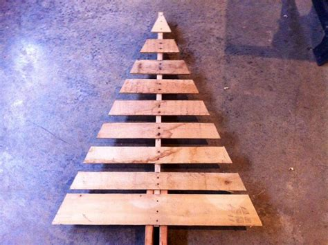 christmas tree pallet pattern pallet tree with lights diy and crafts