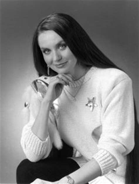 country singer with hair to the floor crystal gayle hair beautiful long hair pinterest