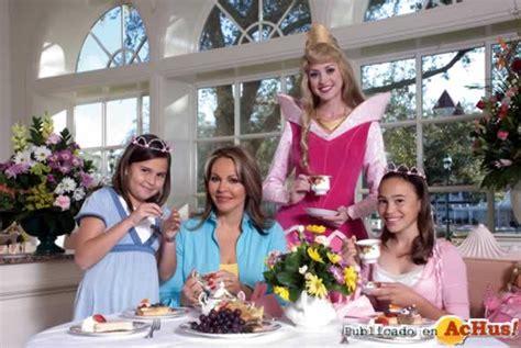 hijas de maria elena salinas madres famosas celebran su dia en walt disney world
