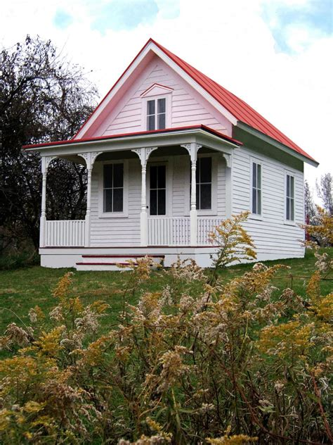 small farmhouse tiny houses living large in a small space diy