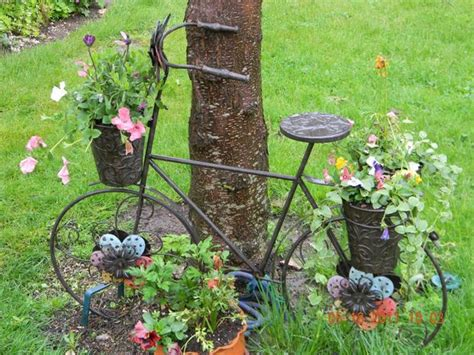 Garden Decoration Bicycle by Upcycling Bikes In The Garden 14 Ideas For Bicycle Planters