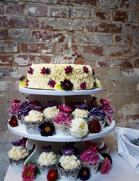etagere cupcakes hochzeit cupcake torte zur hochzeit mundus