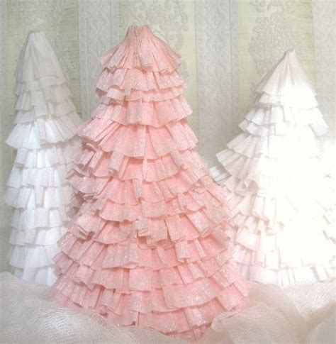 crepe paper christmas tree oooooo i love holidays