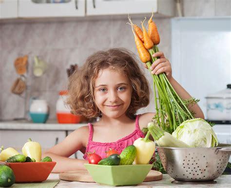 alimentazione bimbi come educare i bambini ad un alimentazione sana e corretta