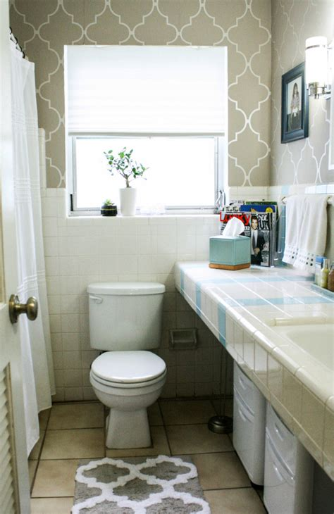 Small Bathroom Ideas Houzz Houzz Small Bathrooms Bathroom Contemporary With Medicine Cabinet Bathroom Storage