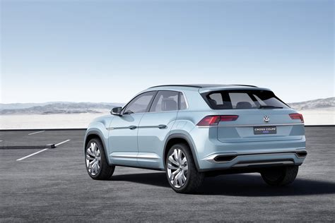 vw cross coupe gte concept hints at new mid size crossover