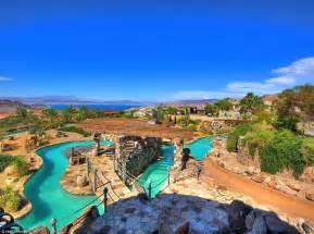 water park in backyard 砂漠のオアシスを買ってみませんか テーマパークのような大邸宅が300万ドルで売り出し中