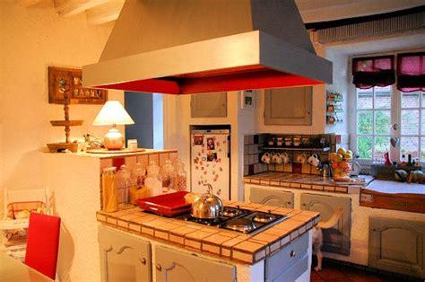 cuisine v馮騁arienne simple une cuisine simple mais conviviale le manoir de sarron