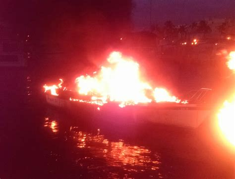 fire boat basin sailboat catches fire at fort myers yacht basin wink news