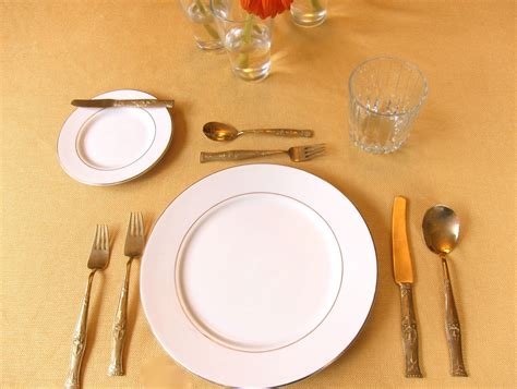 Dining Table Etiquettes Seriously Simple Dining Etiquette Guide American And Continental Styles