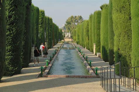 los hroes del alczar fotos del alc 225 zar de c 243 rdoba estanques que preceden a las estatuas de fernando isabel y col 243 n