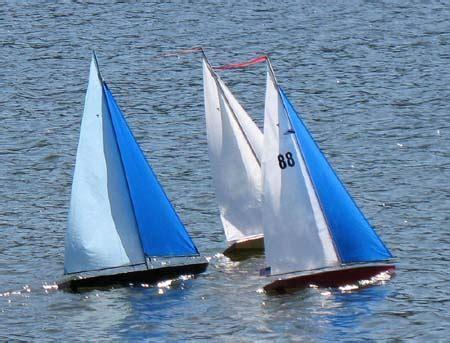 radio control sailboats, rc trimaran multihull, wooden toy