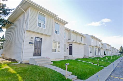Calgary North East 3 Bedrooms Townhouse For Rent Ad Id Three Bedroom Townhouse For Rent