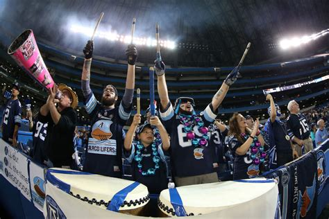 toronto star sports section argonauts open doors to tailgating with a toronto twist