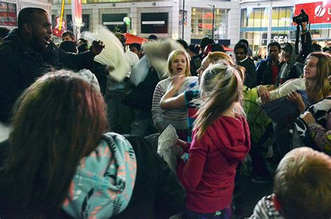 Pillow Fight Toronto by Photos Of The 2012 Toronto Pillow Fight