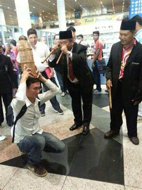 malaysian bomoh raja bomoh ibrahim mat zin bomoh mh370 dr asri tempelak