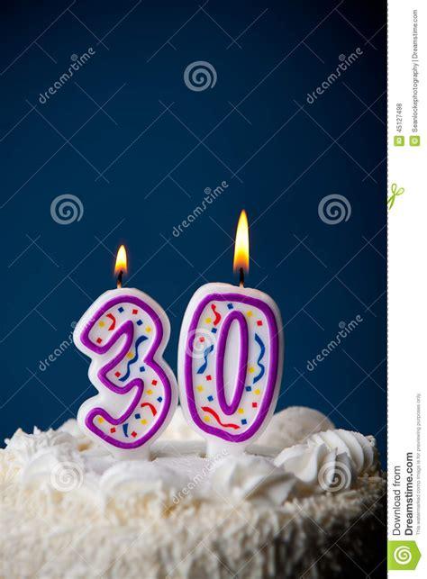 30 geburtstag kuchen kuchen geburtstags kuchen mit kerzen f 252 r 30 geburtstag