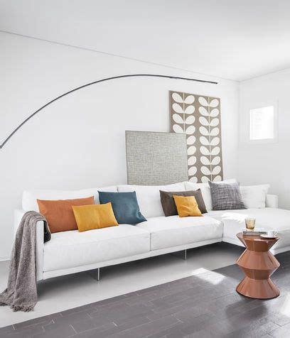 cuscini colorati per divano oltre 25 fantastiche idee su arredamento con divano bianco