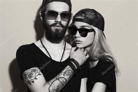 couple tattoo photography black and white hermosa pareja junto tatuajes hipster chico y chica