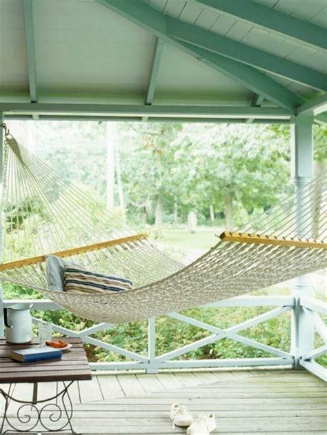 hängematte auf balkon befestigen netz f 252 r balkon h ngematte auf dem balkon urlaub zu hause