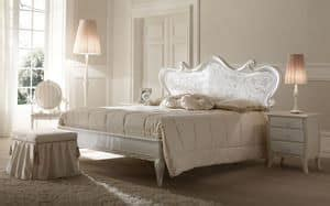 Halbrundes Sofa Im Klassischen Stil by Sofa In Carved Wood Covered With Precious